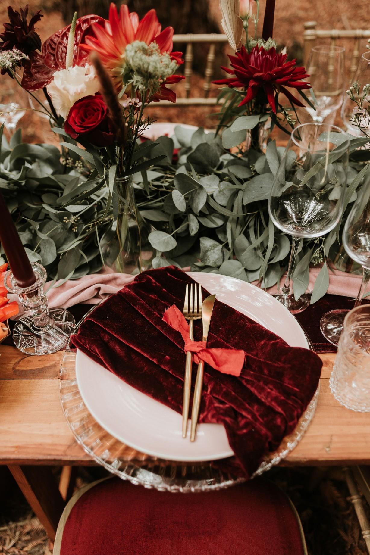 modern wedding table - unique wedding styling - modern woodland wedding - autumn wedding colour scheme