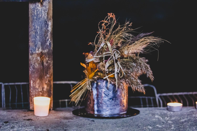 unique wedding cake - alternative wedding cake - wedding cake with dried flowers