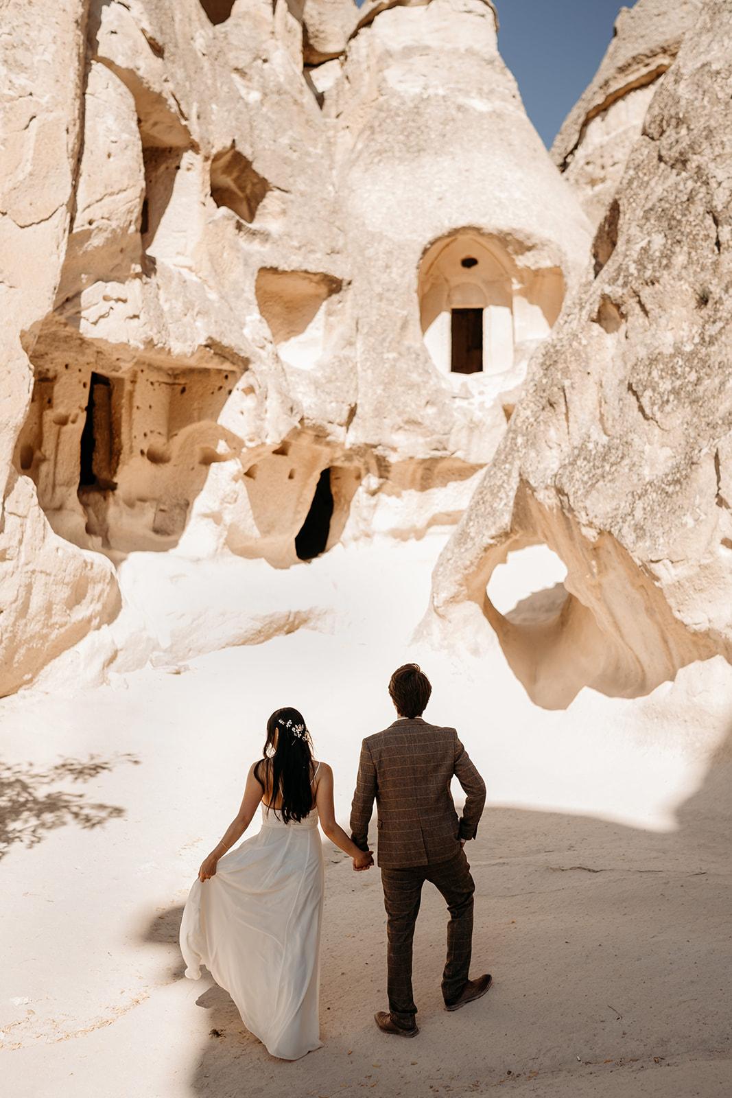 stunning elopement location - Cappadocia wedding - beautiful elopement photography - Turkish elopement photoshoot
