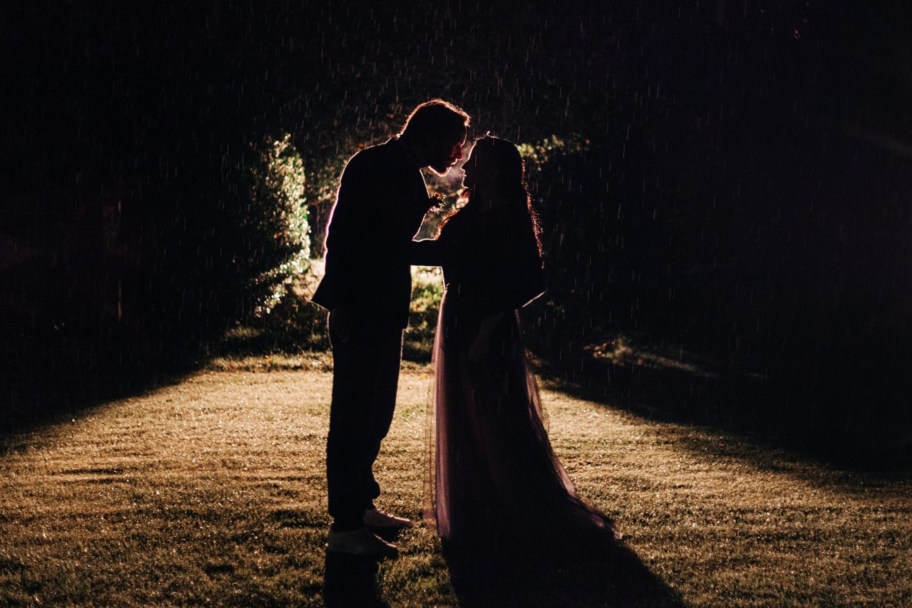rainy wedding photo - alternative intimate wedding - micro wedding inspiration