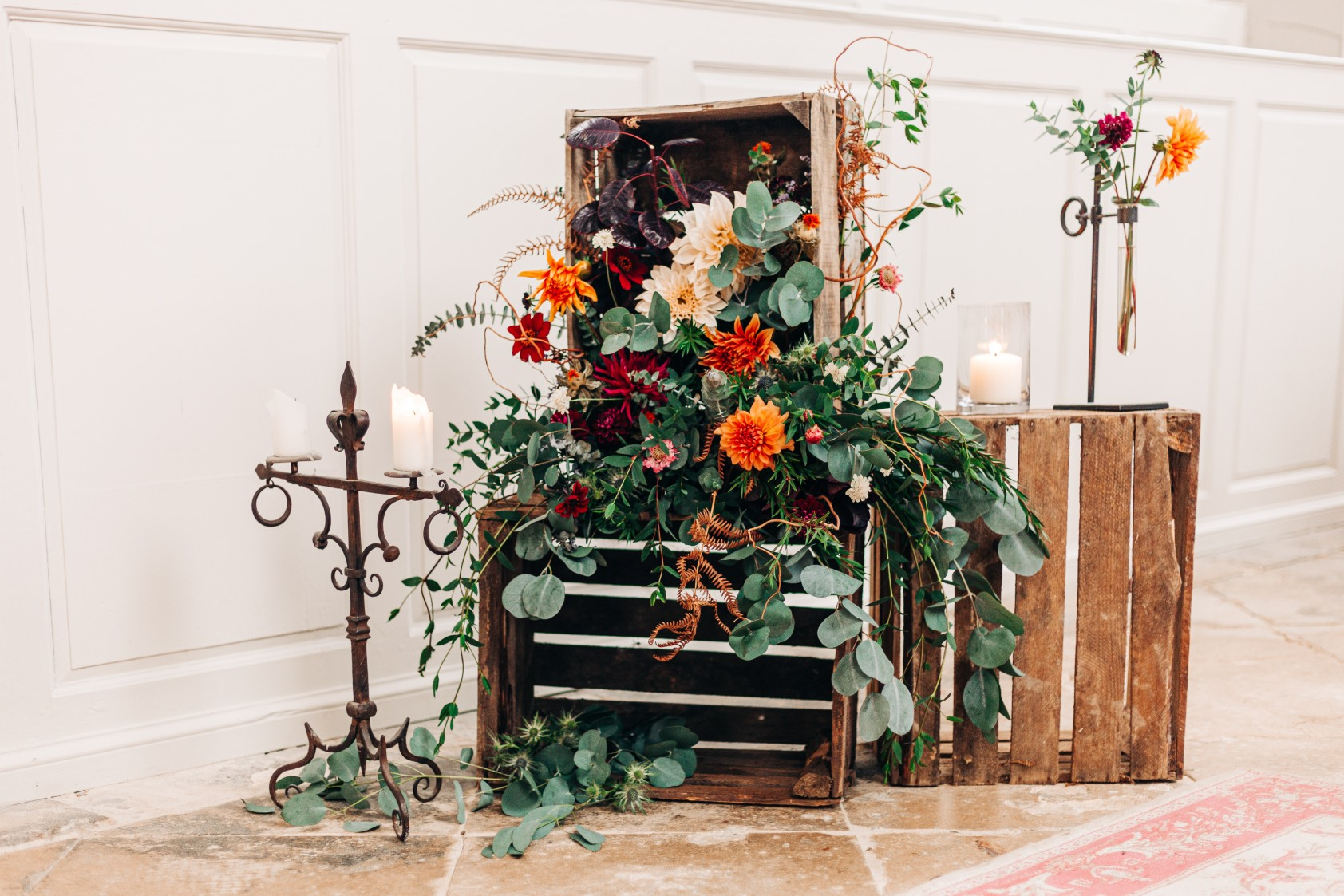 alternative wedding styling - autumn wedding flowers - edgy wedding styling