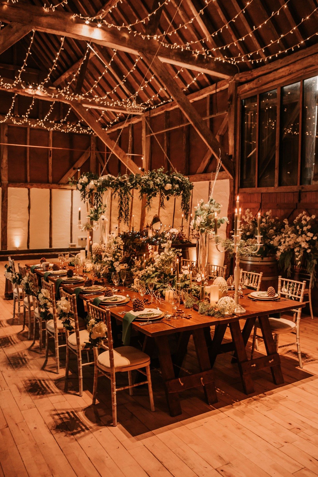 enchanting winter wedding - cosy wedding decor - barn wedding styling - rustic luxe wedding
