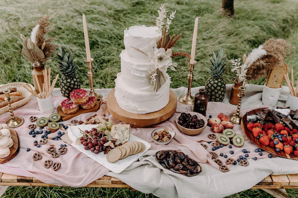 sustainable boho wedding - bohemian wedding - simple wedding cake - wedding desert table - wedding grazing table - unconventional wedding - alternative wedding