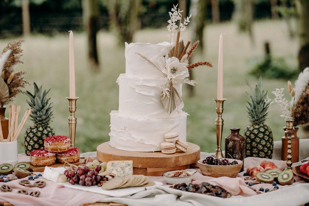 sustainable boho wedding - simple wedding cake - wedding desert table - wedding grazing table - unconventional wedding