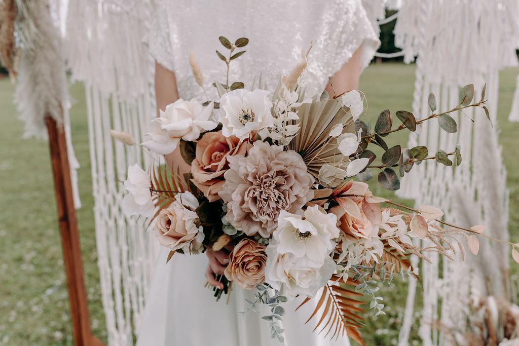 sustainable boho wedding - boho wedding flowers - pink and white wedding flowers - eco wedding flowers - unique wedding flowers -unconventional wedding