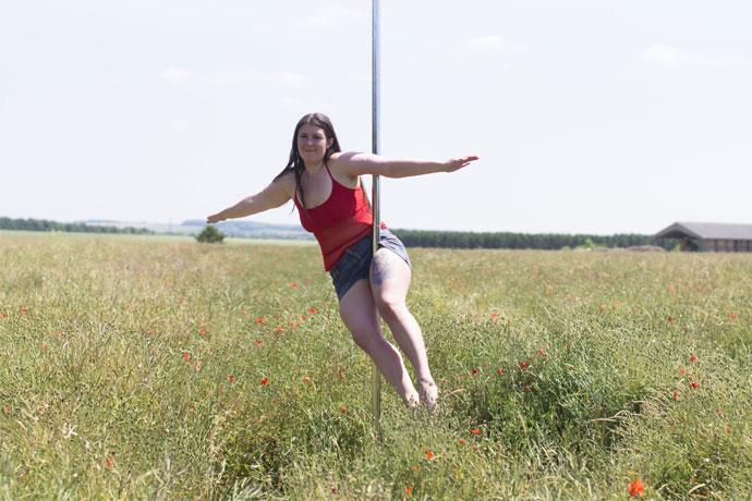 peter pan dans les champs, pole dance