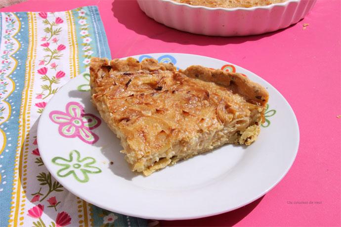 Part de tarte à l'oignon végane