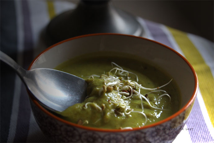 soupe végétalienne de choux de bruxelles