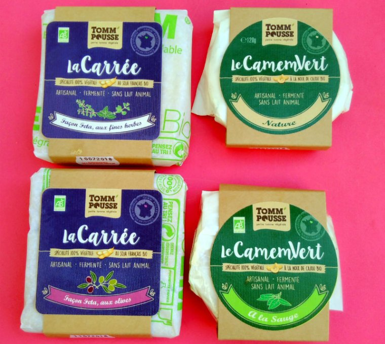 Carrés façon feta et camemberts de la marque Tomm'Pousse, des fromages végétaux artisanaux