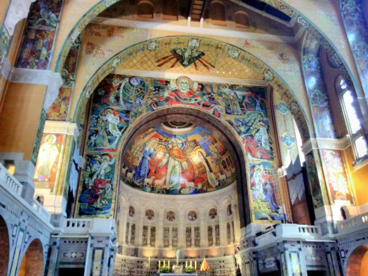 Intérieur basilique de Lisieux
