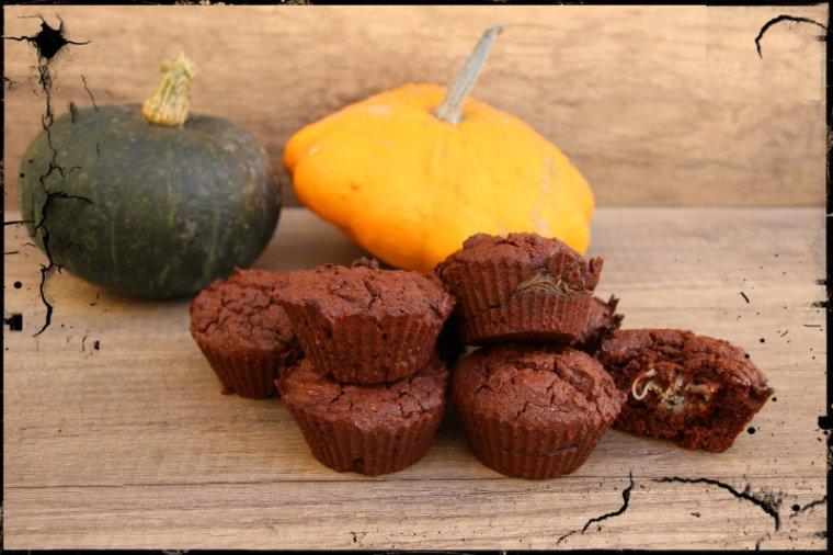 Muffins végétaliens d'Halloween avec coeur surprise