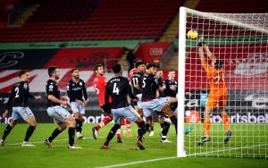 Aston Villa grind out win against Saints thanks to Martinez heroics