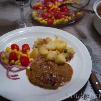 Kyckling med smak av dragon och bacon till detta en fransk potatissallad