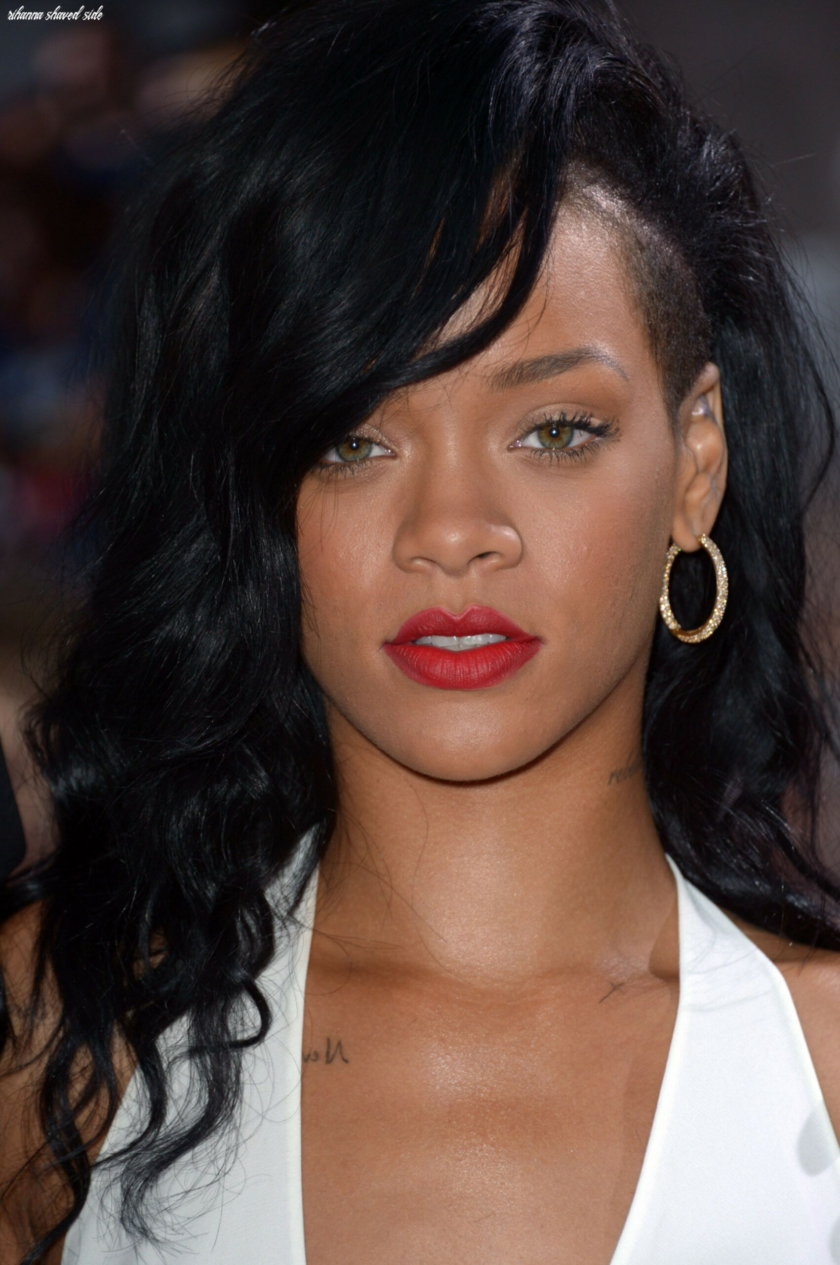 Rihanna wore bright red lips with a white dress for the premiere ...