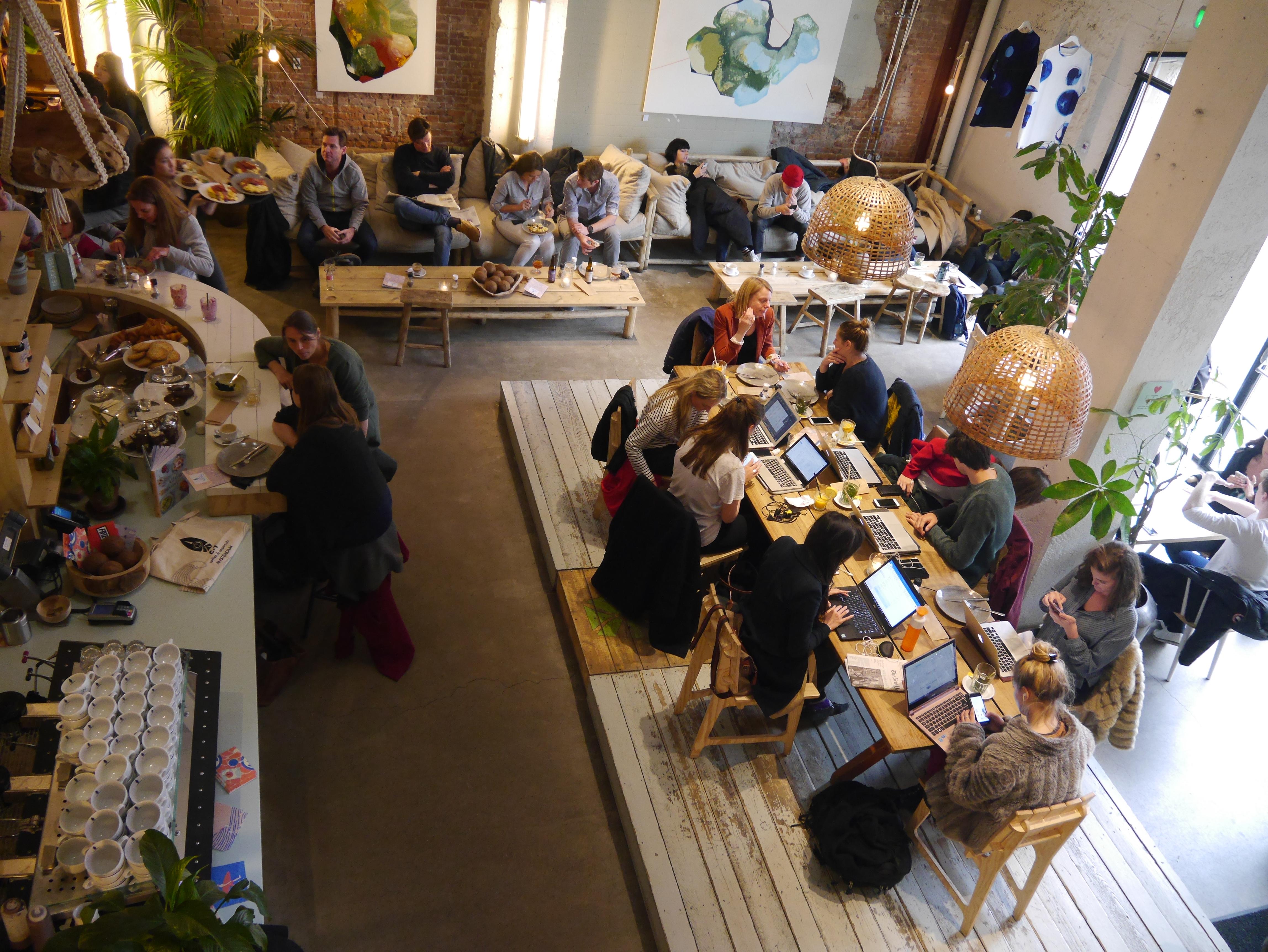阿姆斯特丹20年代戲院改造的愜意悠閒咖啡店 CT Coffee &Coconut Amsterdam