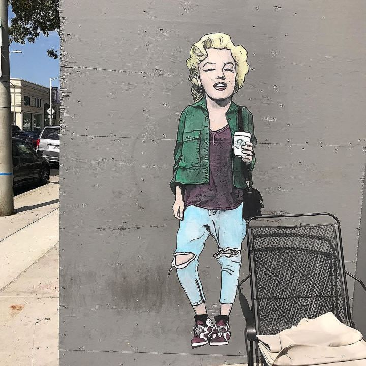 Marilyn Monroe chillin' with a Starbucks on Melrose