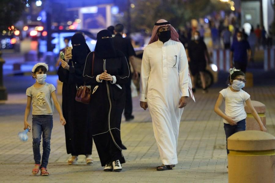 A Saudi family wearing masks in Riyadh | By Reuters