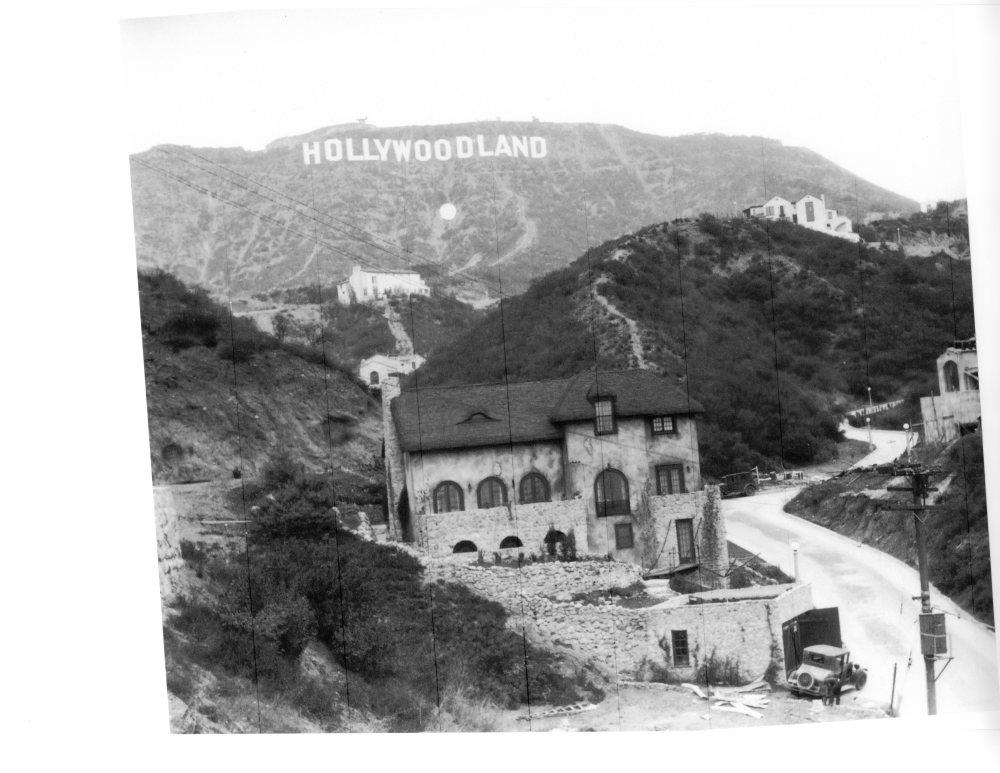 Humphrey Bogart Lived Here (1/2)