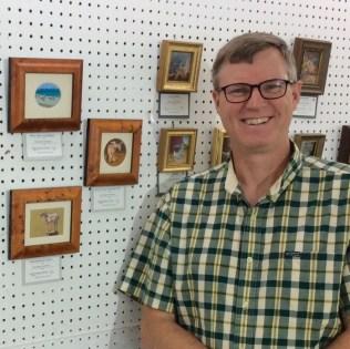 wes siegrist at seaside international miniature art show