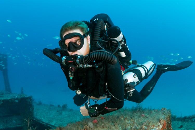 Hollis Prism 2 Rebreather Diver