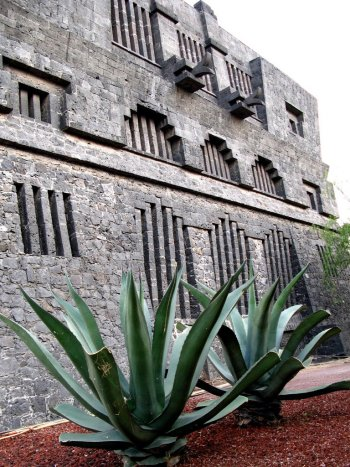 Ruth Rivera Marín, Diego Rivera, Juan O'Gorman. Museo Anahuacalli, Coyoacán, México, 1945- 1957. Detalle.