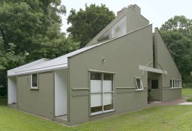 Robert Venturi, Denise Scott Brown & Associates, Vanna Venturi House (1964)
