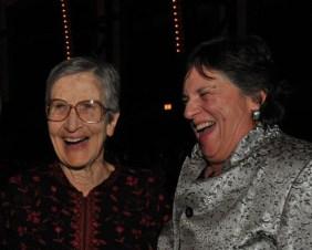 Carol Ross Barney y Natalie De Blois en los AIA Chicago Lifetime Achievement Award entregado a De Blois en 2010