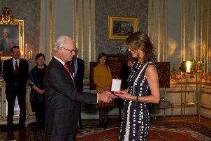 Lene Tranberg y Carlos Gustavo de Suecia, entrega de la Medalla Príncipe Eugenio