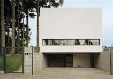 Fernanda Barbara y Cristiane Muniz. Una Arquitetos. Casa em Curitiba, 2002.