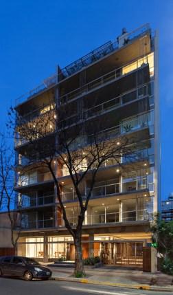 Valeria del Puerto y Horacio Sardín, Edificio Sucre 740