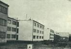 Helena y Szymon Syrkus, Conjunto de viviendas para trabajadores Rakowiec en Varsovia, finalmente construido entre 1936 y 1938 para la WSM utilizando estructura de madera y fábrica de ladrillo