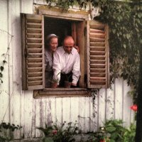 Helena y Szymon Syrkus en su casa de campo a las orillas del Vístula, agosto de 1947. Fotografía del arquitecto estadounidense Henry N.Cobb