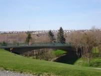 Puente uniendo el viejo Bowring Park con su ampliación. Tanto la ampliación del parque como la construcción del puente fueron parte del Master Plan elaborado por Blanche Lemco y Sandy van Ginkel en 1958