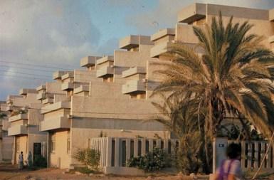 Yasmeen Lari, viviendas para oficiales de la Marina, 1975, Karachi.
