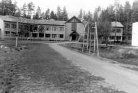 Maarja Nummert (1986): Escuela Primaria en Kolga. Foto exterior, 1989