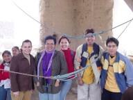 Eliana Cárdenas y Patricia Dueri, con alumnos de la carrera de Arquitectura y Diseño de Interiores, en Arani, Bolivia