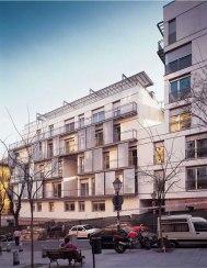 Carmen Espegel y Concha Fisac (2002): 23 viviendas de realojo en Embajadores 52, Madrid. Fachada Principal.