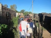 María Bernabela Pelli, visita a un asentamiento con alumnos
