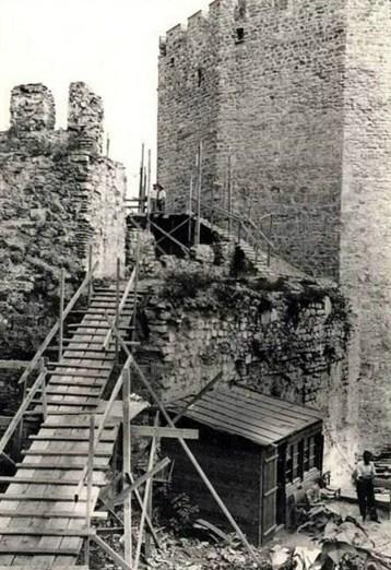 Cahide Tamer, Mualla Eyüboglu, Selma Emler, restauración de la Fortaleza Rumeli, 1954