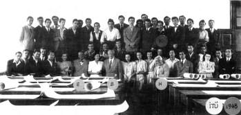 Leman Tomsu, Emin Onat, Paul Bonatz y alumnos de la Facultad de Arquitectura de la Universidad Politécnica de Estambul, 1948