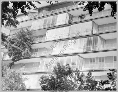 Anna Castelli con Ignazio Gardela via marchiondi 7 milano 1949-55 fachada.