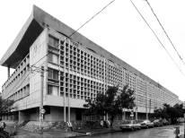 Lula Lapacó. Escuela Superior de Comercio Manuel Belgrano, vista externa, Cordoba, 1960.