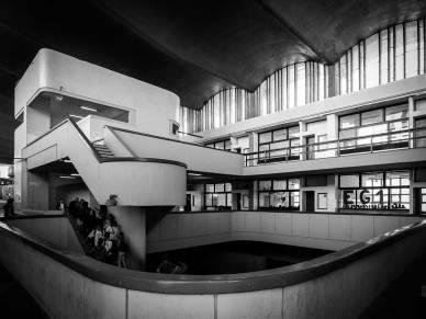 Lula Lapacó. Vista de escalera; Escuela Superior de Comercio Manuel Belgrano, Cordoba, 1960.