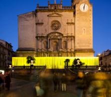 Anna & Eugeni Bach, Albert Cabrer, Maria Ibáñez, arquitectos. Las Sombras de Sant Esteve. Plaza Rector Ferrer, Olot, Girona. 2015.