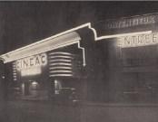 Adrienne Górska y Montaut. Cinéac, Montparnasse París. Fachada principal noche, 1933.