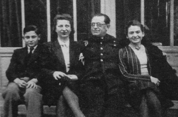 Jean-Pierre Montaut, Adrienne Gorska, Pierre de Montaut y Françoise de Montaut (de izquierda a derecha). Foto de 1939.