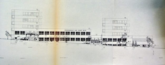 Elise Sundt. Escuela Primaria en Per Albin Hansso, Viena.