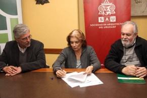 Eneida De León. Firma de acuerdo de cooperación interinstitucional con el Ministerio de Vivienda a través del Programa de Mejoramiento de Barrios (PMB) como Presidenta de la SAU, 2013.