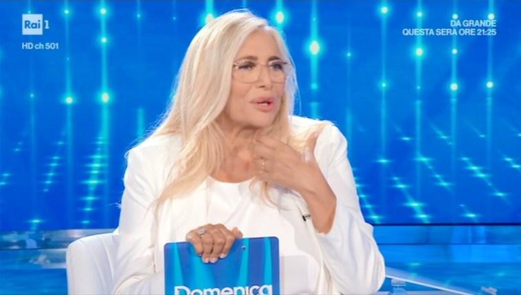 Domenica In – Quinta puntata del 17 ottobre 2021 – Tra gli ospiti Pierpaolo Pretelli, Nino D'Angelo, Miriam Leone. Debutta un nuovo gioco.