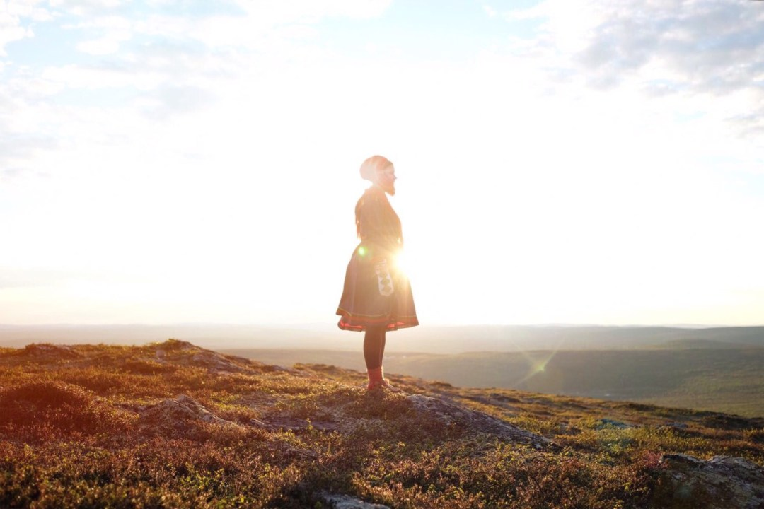 jeune femme sami en laponie